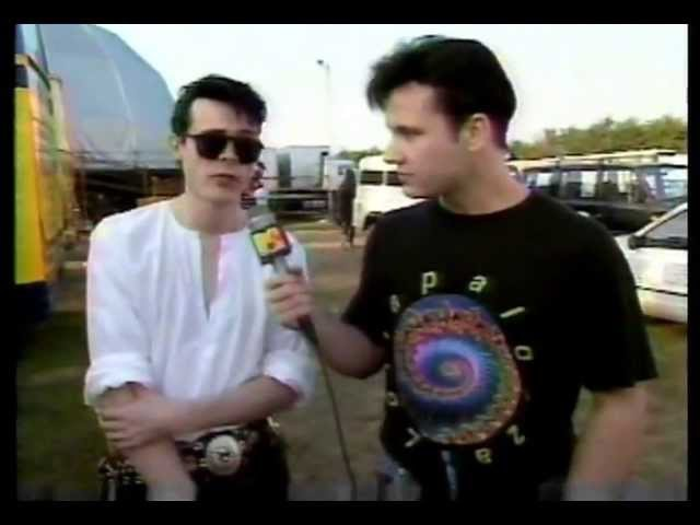 The Sisters of Mercy at the Reading Festival on 120 Minutes (1991)