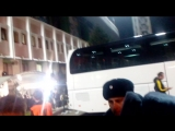 Янузай даёт автографы после матча Краснодар-Боруссия Дортмунд