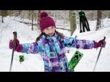Активный отдых с детьми. Лучшая подружка Света катается на лыжах.