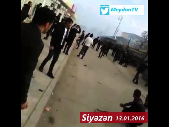 Daxili Qoşunlar Siyəzəndə qaz bombası və rezin güllələrdən istifadə edir