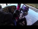 Два самолета столкнулись в воздухе, с парашютистами на борту - Полная версия