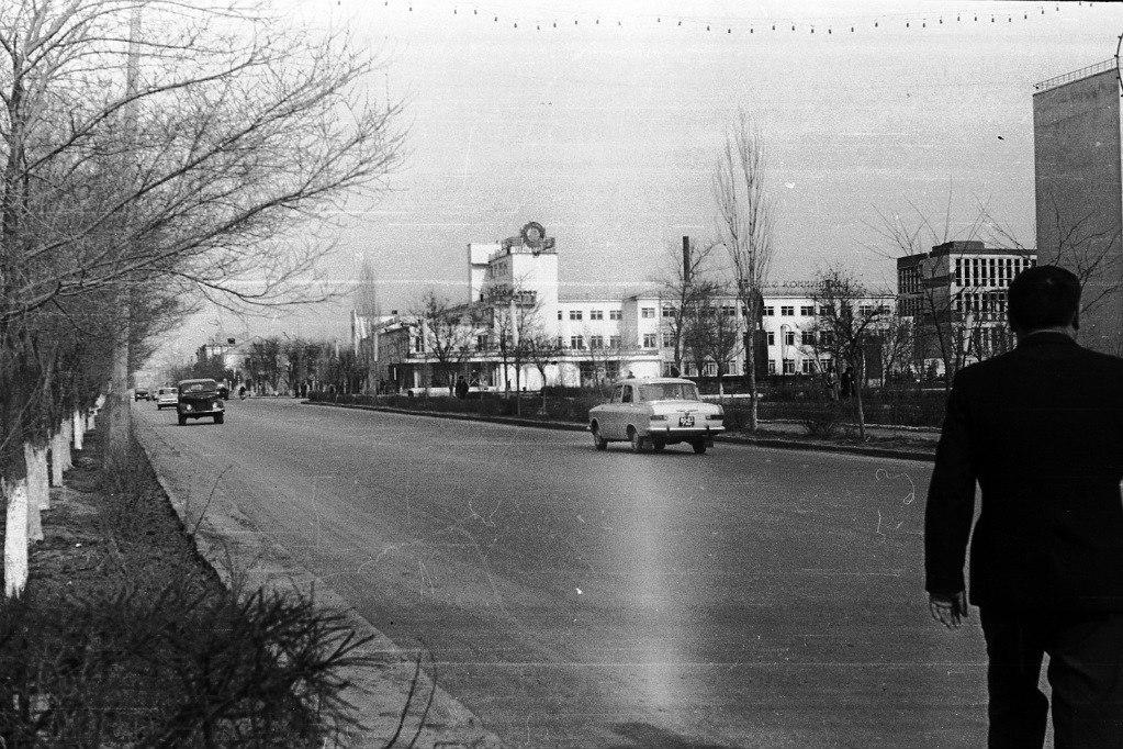Ул. Ленина (КГУ). 1972 год