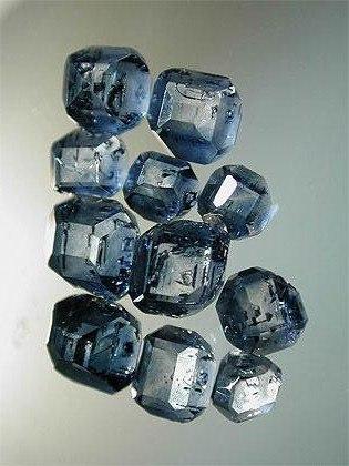 Алмаз (Бриллиант) 38wrQDGrJKw