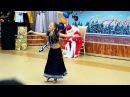 Маленькая девочка из России, исполняет танец под песню Aaja Nachle.