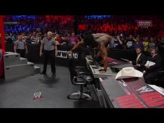 Кофи Кингстон спасся при помощи стула (2013)
