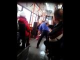 В пермском автобусе парень НЕ харкнул на пол, а кондуктор НЕ заставила его мыть пол. ПРОСПОРИЛ НА БУЦЕФА! Пермь, ВИДЕО