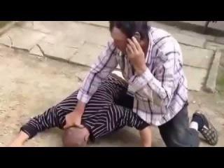 Amazing drunk old men street fight!