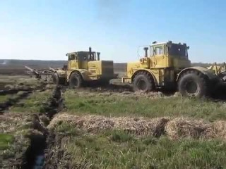 tri traktora K 701 vytyagivayut MTZ 3022 360