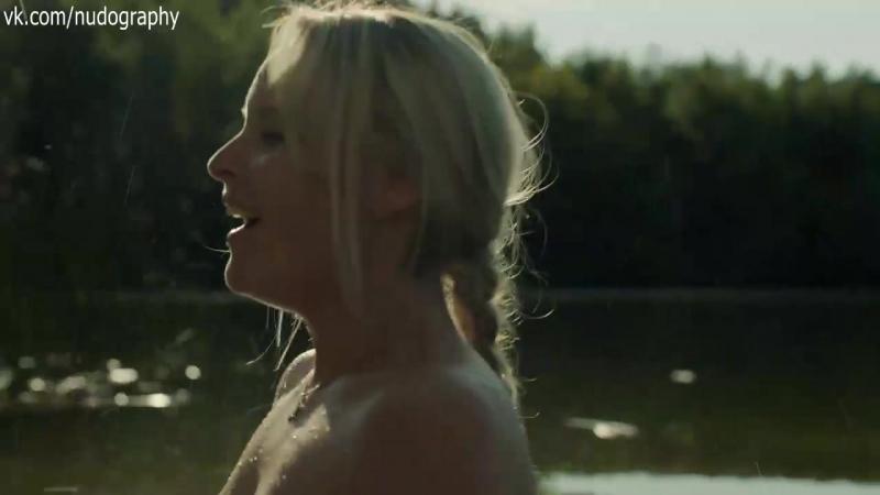 Соня Герхардт (Sonja Gerhardt) голая в сериале Германия 83 (Deutschland 83, 2015) - Сезон 1 / Серия 2 (s01e02)