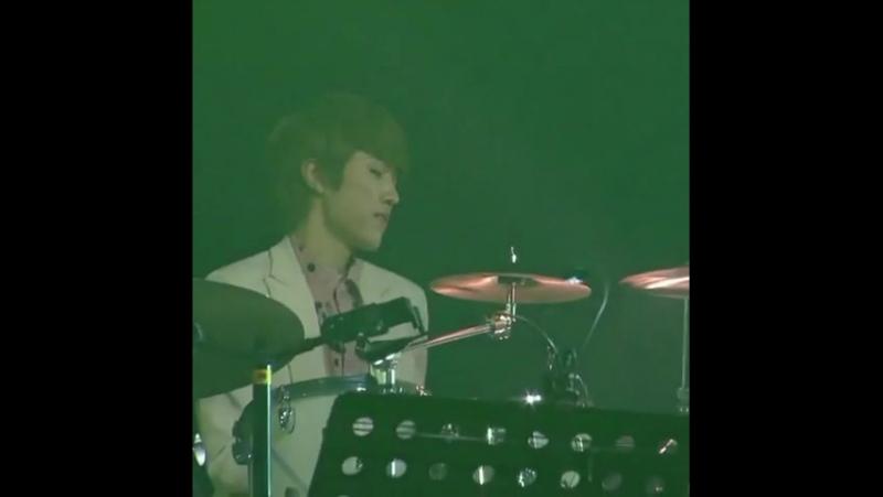 YeollieVines op Twitter I39;m weak for Drummer Yeol okay ~ ★ httpst.coPMZJfyijPd