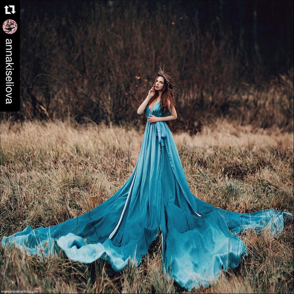 Фотосессия в длинных платьях в лесу