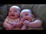 Самый заразительный детский смех в мире.
