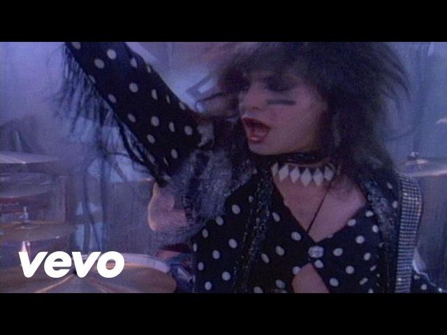 Mötley Crüe - Smokin In The Boys Room