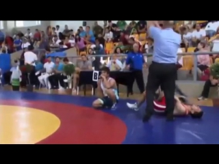 СЛАБО НЕРВНЫМ НЕ СМОТРЕТЬ!!! Ужасный перелом руки на соревнованиях по вольной