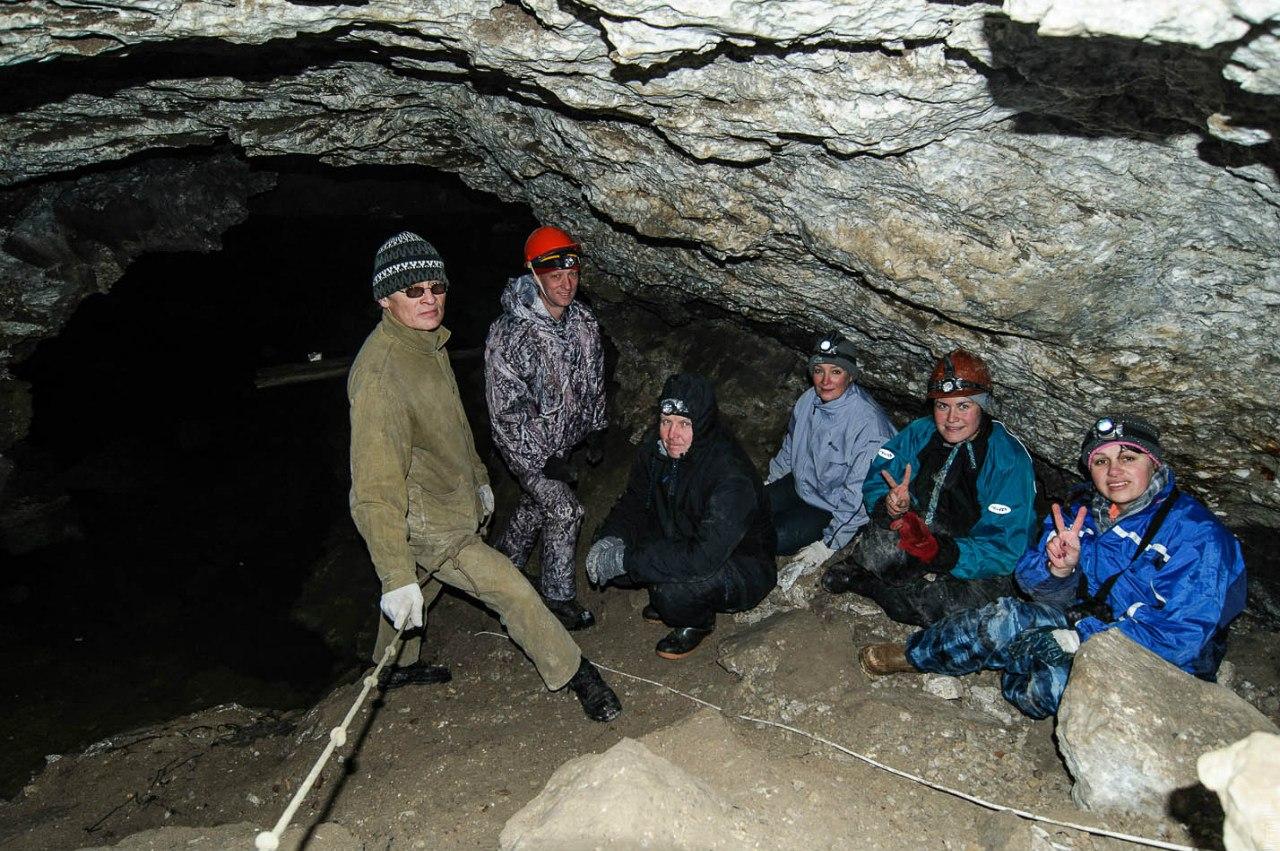Участники в пещере