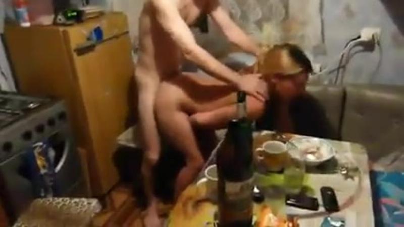 Порно трахают на вписке