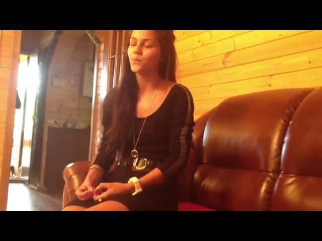 Русская девушка поёт на армянском, немного с русским акцентом
