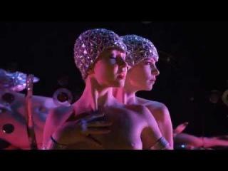 Feu, le nouveau spectacle du Crazy Horse dirigé par Christian Louboutin (bande-annonce)