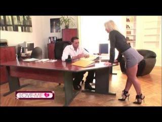 Scena Estratta dal Film in DVD con Sara Tommasi Vip e Potere