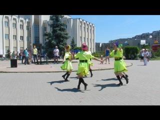 Украинская стилизация-Два дубки