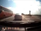 Быдло на дороге получает по морде [720p]