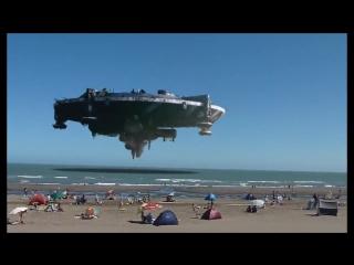 НЛО Огромная Летающая Тарелка над итальянским пляжем - YouTube