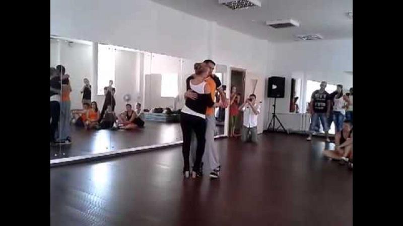 Кизомба. Основной шаг в кизомбе.Илья Субачев и Надин