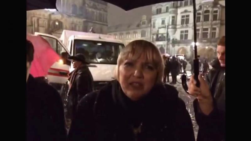 Claudia Roth macht eine Ansage an Lutz Bachmann - Stroh im Kopf