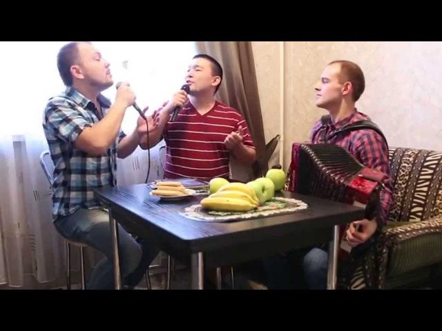 В землянке - Я. Сумишевский и Е. Турлубеков