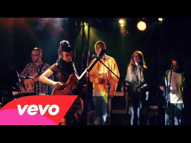 Hiatus Kaiyote - The World It Softly Lulls