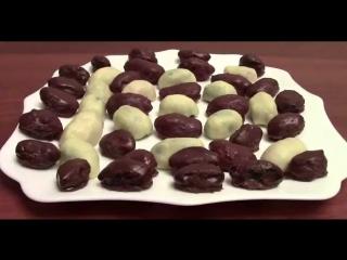 Чернослив и курага в шоколаде с орехами.