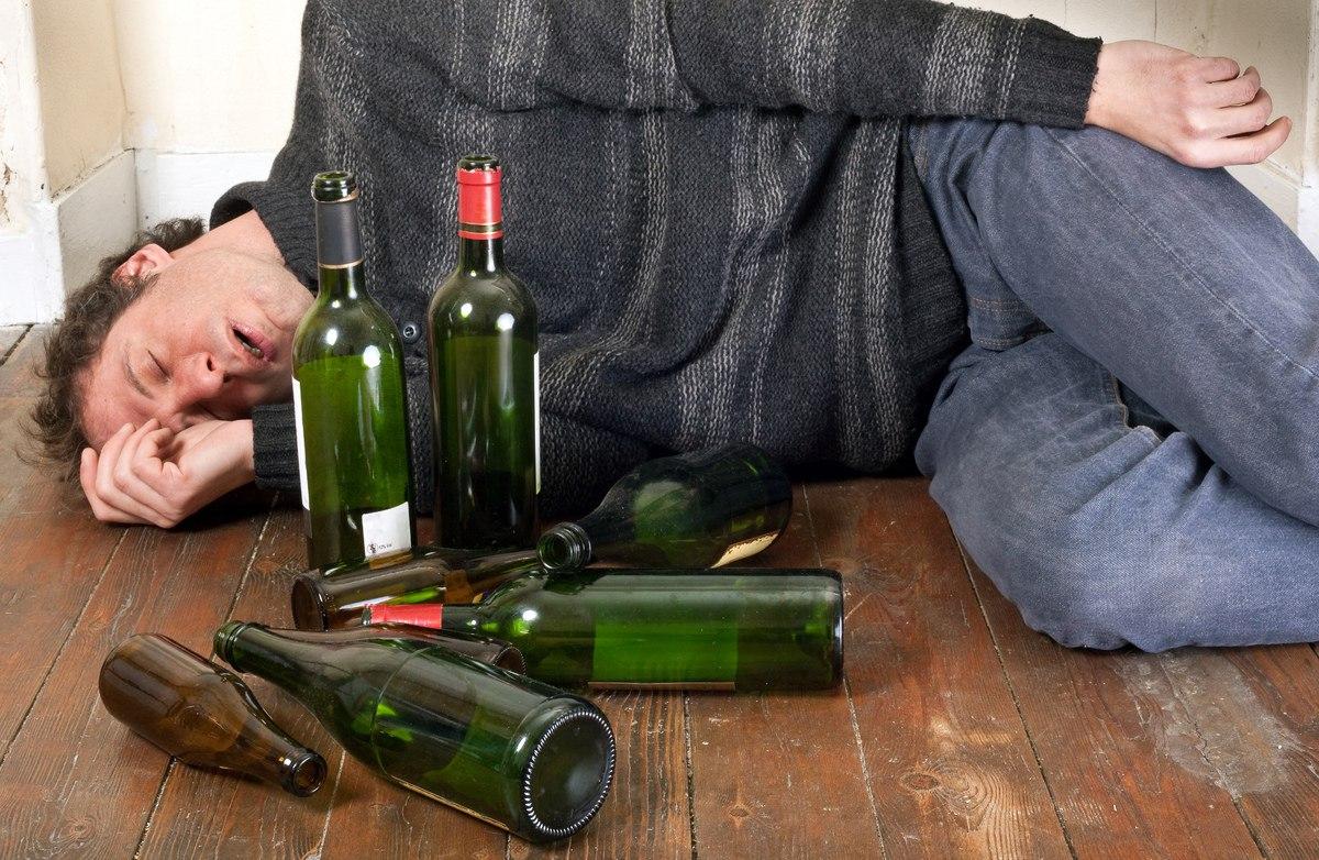 Чувак с бутылкой 19 фотография