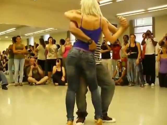 Красивый сексуальный танец Бачата
