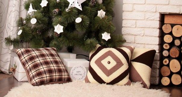 Новогодний декор подушками
