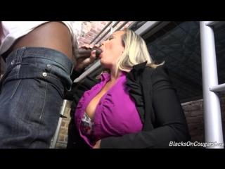 Порно, (Amber Lynn Bach) [Porn, milf, big tits, sex, 720, 2016, Порно и Секс 18 ]