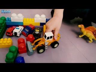 Игрушки и конструктор. Веселые игры.  Toys and designer . Funny Games.