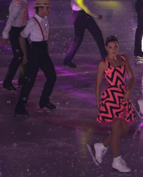 Ледовые шоу - 3  - Страница 2 Ht5s0hSX8F4