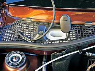 Renault Duster. Проклейка под бачком омывателя