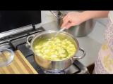 Куриный суп с с сырно-чесночными клецками.