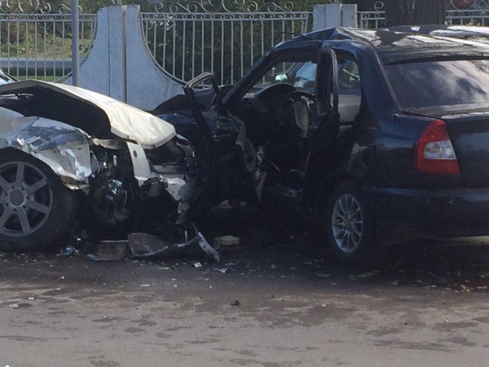 В Таганроге произошло дорожно-транспортное происшествие с участием 4-х автомобилей, один пострадавший