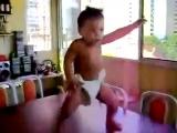 Приколы с детьми. Вот это танец. Смех до слёз
