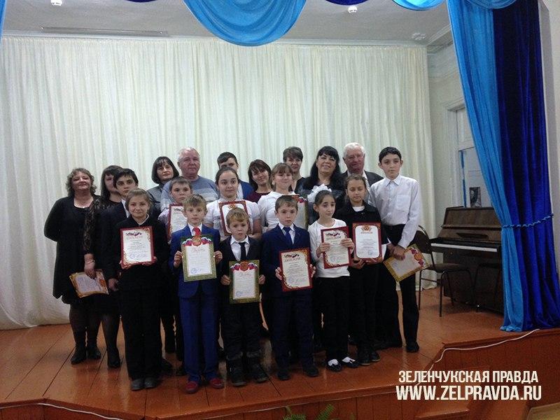 В станице Кардоникской прошел конкурс среди учащихся музыкальных отделений Зеленчукского района в номинации «Народные инструменты»