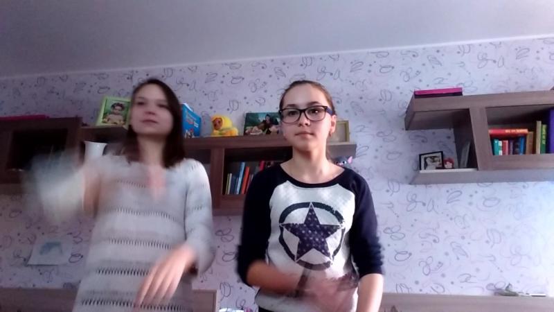 Танцуем с Лизой😂Дрыц-тыц помогатор😂😂😂😂