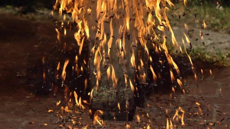 Взрыв шесть тысяч обыкновенных хозяйственных спичек энтузиастами из команды The Slow Mo Guys .Match Head Bomb -