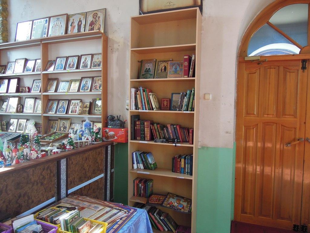 В Петропавловском храме и воскресной школе «Лествица» станицы Зеленчукской установлена новая мебель