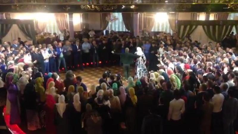 Ассааа!Ай молодееец -) Кадыров пустился в пляс на свадьбе главы РОВД и его 17-летней жены