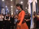 Грузинский танец Гандаган девушка от души танцует