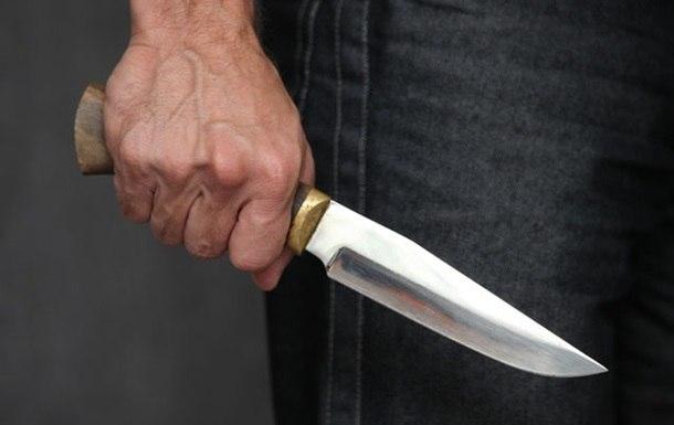 Защищая свою мать, мужчина получил удар ножом от пьяного старшего брата
