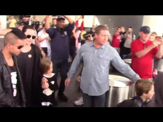 5 июля 2015 Джоли-Питты прилетели в Лос-Анджелес.