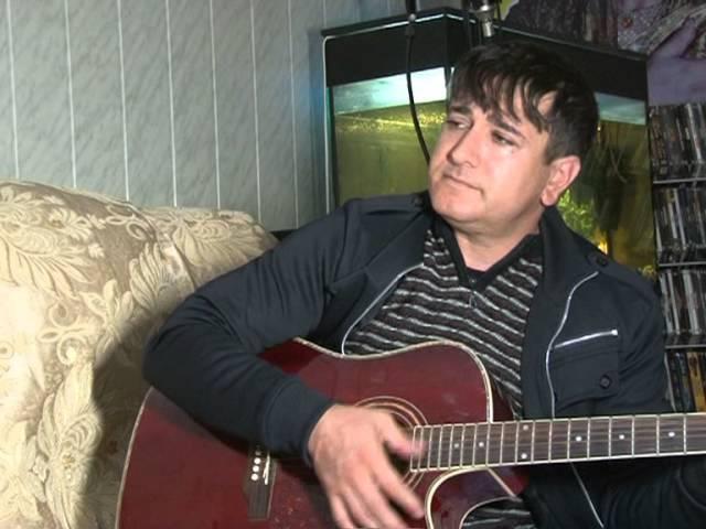 ДЖАПИЕВ РУСТАМ из Хасавюрта.этот Чеченец задушевно поёт под гитару